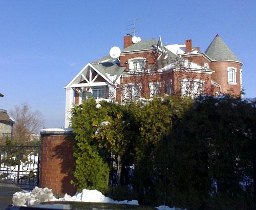 Закарпатські активісти з'ясовують дохід начальника слідства СБУ